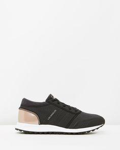 Adidas Originali In Bianco E Nero A Los Angeles I Formatori.