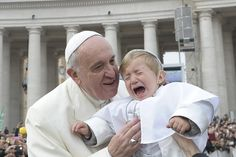 """Papa Francisco y su """"Mini Me"""" Papa Francisco, Freddy Krueger, Katy Perry, Reasons Kids Cry, Angelus, Ok Kid, Cool Pictures, Funny Pictures, Random Pictures"""