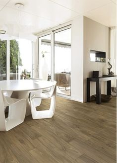 The rich chocolaty tones of our natural Woodland Brown wood effect porcelain floor tiles contrast beautifully with the stark white walls and modern furniture in this contemporary dining space. Wood Effect Porcelain Tiles, Wood Effect Tiles, Porcelain Floor, Wood Look Tile Floor, Wood Tile Floors, Wood Grain Tile, Beaumont Tiles, Wood Interior Design, Easy Wood Projects