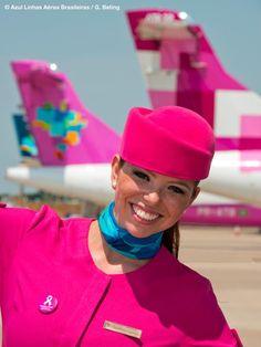 Comissária da Azul Linhas Aéreas. Azul Brazilian Airlines, Lightning Fighter, Airline Cabin Crew, Fly Around The World, Airline Uniforms, Military Dresses, Intelligent Women, Aircraft Photos, Flight Attendant
