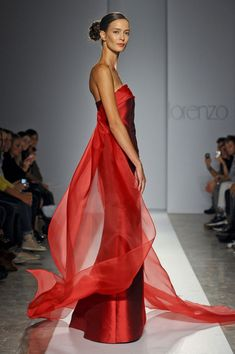 Lorenzo Riva Spring 2012 Lady in Red From Style Bistro Red Fashion, Couture Fashion, Milan Fashion, Fashion Spring, Beautiful Gowns, Beautiful Outfits, Glamour, Couture Mode, Red Gowns