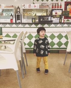 En el bar Camas!バルにて。★#ig_kids #SAkids #kids_japan #キッズモデル#instakids #息子 #3歳 #親バカ部 #baby #boy #kids #kidmodel  #3yearsold #son #japanese #spanish #mixkids #half #ハーフ #littleboy #modelo #ママリ #コドモノ #コズレ #green #bar #smallable #bobolikesyou #バル  #Regram via @babyboyr