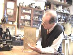 Curator Michael Wright shows off his model of the Antikythera mechanism. The Antikythera mechanism is an ancient Greek clockwork machine found in a shipwreck. Aliens And Ufos, Ancient Aliens, Ancient Greek, Ancient History, Old Computers, Gifts For Photographers, Ufo Sighting, Scientific Method, Practical Gifts