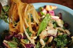 KELP NOODLES recipe for PAD THAI... 6 calories, and 1 carb in the noodles! HELLO!