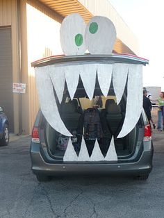 My friend did this for her trunk-or-treat! Love it!