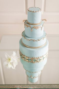 #weddingcake #blue #gold @weddingchicks