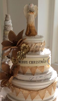 would you believe this decorative christmas cake was made with cookie tins??!?!?