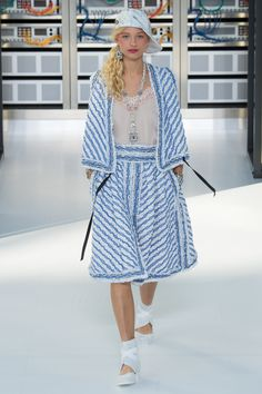 http://www.vogue.com/fashion-shows/spring-2017-ready-to-wear/chanel/slideshow/collection
