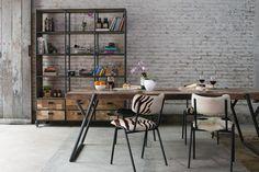 Loft ... I Tesori Coloniali .#itesoricoloniali #arredamenti #loft #industrial #raw #homestaging #mobili #metallo #rosso #design #interior #lampade #idistudio