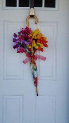 Diy Wreath, Door Wreaths, Umbrella Wreath, Pine Cone Crafts, Front Door Decor, Door Hanging Decorations, Spring Crafts, Summer Wreath, Floral Arrangements