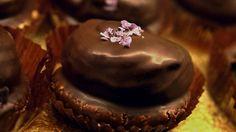 Sarah Bernhardt med passionsfrugt er en lækker dansk opskrift af Torben Bang fra Go' morgen Danmark, se flere dessert og kage på mad.tv2.dk