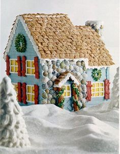 Cute Gingerbread House Decorating Ideas and Inspiration. I LOVE this house!