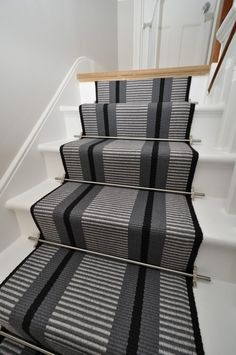 Point 1 - 60cm with Austin Stair Rods (curved rod - bottom step) - Off The Loom Installed by Bowloom Ltd. www.offtheloom.co.uk www.bowloom.co.uk