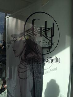Logo Vinilo Corporativo. Peluquería Gu Hair Salon.