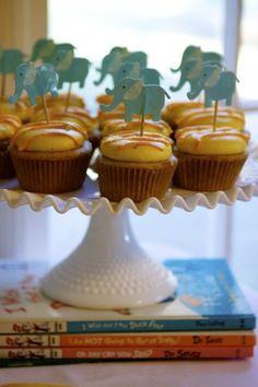 Baby Shower cupcakes and decorations