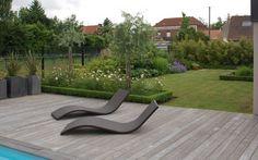 Le deck en bois d'une piscine région de Lille