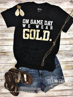 Football Cheer, Football Mom Shirts, Cheer Shirts, Football Outfits, Vinyl Shirts, Football Season, Jaguars Football, Football Shirt Designs, Varsity Cheer