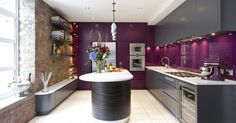 ESPECTACULAR COCINA EN COLOR MORADO