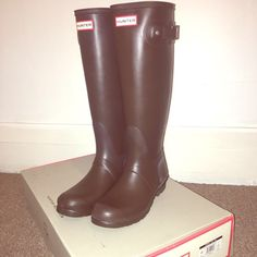 Classic Hunter Boots in Chocolate Brown   Brand new in box! Classic Hunter Boots in Chocolate Brown. Women's size 9. Style and color that don't go out of style! Smoke and pet free home. Comes in original box! Thanks for looking! Hunter Boots Shoes Winter & Rain Boots