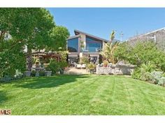 Goldie Hawn and Kurt Russell's home. (© Trulia.com)