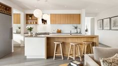 Indiana kitchen Modern white and timber kitchen with coastal feel Timber Kitchen, Cozy Kitchen, Kitchen Cupboards, Living Room Kitchen, Home Decor Kitchen, Kitchen Interior, New Kitchen, Kitchen Dining, Kitchen Modern