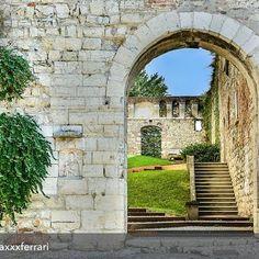 Buongiorno! Attraversiamo la porta di un nuovo giorno con questo scatto di @maxxxferrari ❤️❤️ . . . .  OLTRE LA PORTA - THROUGH THE DOOR (Castello di Brescia - Castle of Brescia) - 24 settembre 2016 #brescia #brixia #castellobrescia #visitbrescia #turismobrescia #movingculturebrescia #insta_brescia #bresciafoto #bellabrescia #fotografiitaliani #fotografoitaliano #HDR