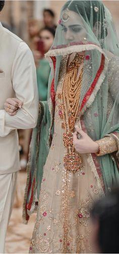bridal jewelry for the radiant bride Walima Dress, Pakistani Formal Dresses, Pakistani Wedding Outfits, Pakistani Bridal Dresses, Pakistani Dress Design, Bridal Outfits, Bridal Dupatta, Pakistani Girl, Fancy Dress Design
