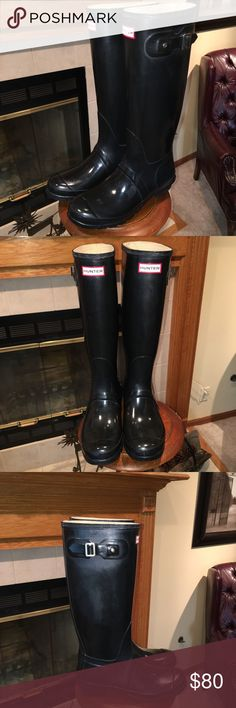 """🔥DROP!!🔥EXCELLENT CONDITION! Black HUNTER BOOTS Hunter ORIGINAL Rain Boots- Tall Glossy Finish. Buckle straps, Quick dry lining and removable sole, 1"""" heel, Pull on style. Approximately 15.5"""" shaft height and 16"""" opening. Cleans easily to restore glossy finish with available cleaner as gloss dulls quickly on Hunter boots. Hunter Boots Shoes Winter & Rain Boots"""
