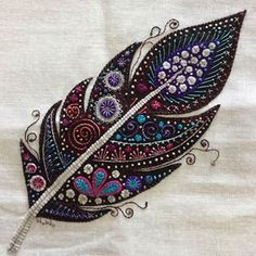 Beading « Diy and Craft Wool Embroidery, Bead Embroidery Jewelry, Modern Embroidery, Embroidery Stitches, Embroidery Patterns, Wool Quilts, Feather Pillows, Felt Applique, Scrappy Quilts