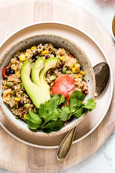 Instant Pot Mexican Quinoa Recipe: This easy, vegan, and gluten-free weeknight meatless meal is made in a pressure cooker and ready in 30 minutes. #instantpot #mexicanquinoa #quinoa #recipe #foolproofliving #weeknightmeal #vegan #glutenfree Pressure Cooker Quinoa, French Lentil Soup, Vegan Burrito Bowls, Mexican Quinoa, Easy One Pot Meals, Turkey Meatloaf, Vegan Chili, Meatloaf Recipes, Breakfast Bowls