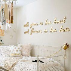 """Hoy, iniciamos el fin de semana con ideas y complementos, para dar pequeñas pinceladas de color oro a las habitaciones infantiles. Un """"lujo..."""