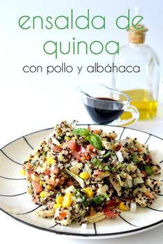 Esta ensalada de quinoa con pollo y albahaca es una manera perfecta de aprovechar unas sobras de un asado, aunque esta tan rica que la harás también cuando no las tengas!