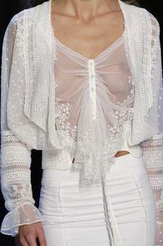 Antonio Berardi at Paris Fashion Week Spring 2006 - Details Runway Photos Runway Fashion, Womens Fashion, Fashion Trends, Glamorous Chic Life, Fashion Vestidos, Haute Couture Fashion, White Fashion, Beautiful Gowns, Fashion Details