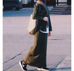 romantic date outfit – Hijab Fashion 2020 Street Hijab Fashion, Skirt Fashion, Fashion Outfits, Casual Hijab Outfit, Hijab Chic, Islamic Fashion, Muslim Fashion, Long Skirt Hijab, Long Skirts