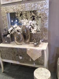 muebles blancos combinados con color champán en www.virginia-esber.es
