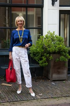 White trousers by Essentiel Antwerp, blue silk top by Bellamy Gallery. Yellow Accessories, Yellow Belt, White Trousers, Jeans And Sneakers, Simple Outfits, Silk Top, Blue Tops, Flare Jeans, My Outfit