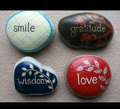 Mensajes en piedras pintadas