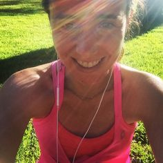 Paola Sáez de Montagut, de la revista Elle, se une a la marea rosa de la carrera de la mujer con camiseta de #LornaJane. ¡Enhorabuena!