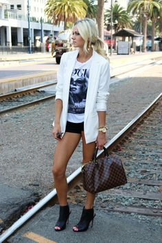 White blazer with shorts and a graphic tee // summer outfit // summer style // summer fashion Mode Outfits, Short Outfits, Casual Outfits, Summer Outfits, Fashion Outfits, Womens Fashion, Fashion Trends, Fashion Hacks, Petite Fashion