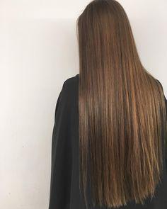 ロングヘア . #ロングヘア#サラサラ#ヘアカラー#シンプル#ヘアスタイル#シンプル#サロンスタイル#大阪#美容師#longhair #gloss#haircolor#simple #salonstyle#hairstyle#design #osaka#hairdresser #eminobeoka