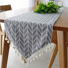 Modern Table Runner – Home Fuel - Diy Möbel Dining Table Runners, Modern Table Runners, Make A Table, Diy Table, Diy Furniture Easy, Shabby Chic Furniture, Mesas Shabby Chic, Polka Dot Walls, Polka Dots
