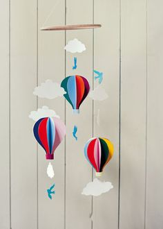 Craft project: hot air balloon mobile from Belle & Boo