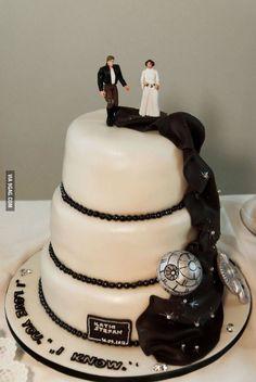 Star Wars wedding cake - My Wedding Guide Star Wars Wedding Cake, Geek Wedding, Our Wedding, Wedding Cakes, Dream Wedding, Wedding Disney, Destination Wedding, Theme Star Wars, Star Wars Party