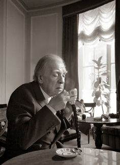 Borges todo el año: Jorge Luis Borges: La esfera de Pascal Historia Universal, King Art, I Gen, Writers And Poets, People Of Interest, People Of The World, Burns, Beautiful People, The Past