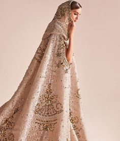 The Georges Hobeika hooded cape is encrusted with 75,000 swarovski crystals ✨ #love#couture#swarovski#dubai#pakistanvogue