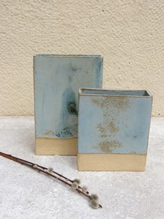 © Dorothee Could do something similar with the turquoise Matt, I'll have to try it out Slab Pottery, Ceramic Pottery, Slab Boxes, Pottery Classes, My Art Studio, Ceramic Pots, Ceramic Studio, Ceramic Design, Sculpture Art
