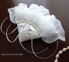 White fan-shaped ring pillow Ring Bearer Pillows, Ring Pillows, Burlap Pillows, Wedding Ring Cushion, Wedding Pillows, Wedding Crafts, Wedding Decorations, Persian Wedding, Flower Girl Headbands