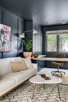 Tour an Effortlessly Cool Newport Beach Home - California Family Home home office decor ideas California Cool Gets a High-Fashion Facelift In This Cheerful Newport Home Home Office Design, Home Office Decor, Office Ideas, Home Office Paint Ideas, Home Renovation, Organizing Hacks, Cool Office Space, Office Lounge, Office With Sofa