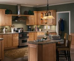 Natural Maple Kitchen Cabinets - Homecrest Cabinetry