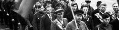 RUSSARFANGAR: Frigjevne russiske fangar under 17. mai-feiringa i Bergen i 1945. Robert Chew gav russarane løyve til å ta del i prosesjonen. FOTO: ROLF NORVIN